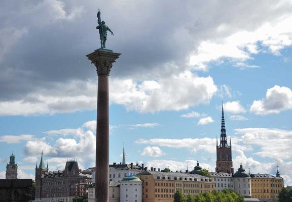 Stockholm ist die Hauptstadt Schwedens und mit 949.761 (Gemeinde Stockholm), 1,4 Mio. beziehungsweise 2,1 Millionen Einwohnern (Groß-Stockholm) die größte Stadt in Skandinavien