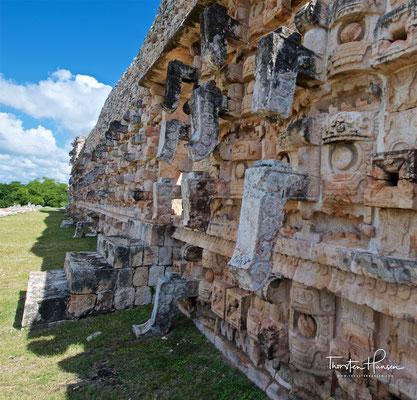 Code Poop, der 45 Meter lange Palast der Masken