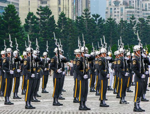 Im Ergebnis des Aufstandes wurde mit der Militärregierung von Hubei das erste moderne Regime auf chinesischem Boden eingesetzt,...