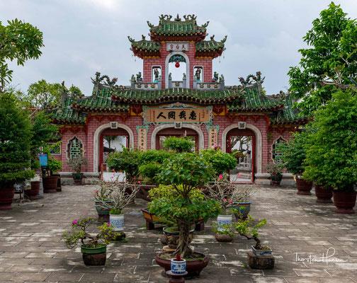 Den Abschluss des Geländes bietet der dritte Hof, hier befinden sich die Kaiser- und Privatgärten, die teils mit skurrilen Miniaturfelsen aufwarten.