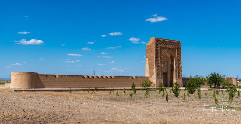 Rabati Malik, auch Ribat-i Malik genannt, ist ein historischer Karawanserei in Usbekistan. Sie entlang der Seidenstrasse gebaut worden im Auftrag von Karachanid Schams-al-Mulk Nasr, Sohn von Tamgachchan Ibragim, der von 1068 bis 11080 n.Chr. regiert  hat