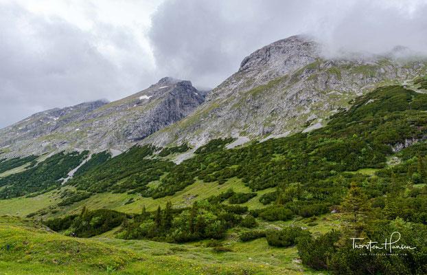 Blick über das langgezogene Karwendeltal
