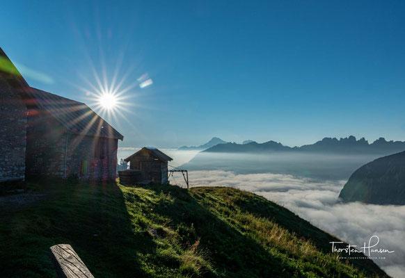 Die Schutzhütte Pian de Fontana (1.632 m) befindet sich im Nationalpark der Belluneser Dolomiten in einer sonnigen Lage an den südlichen Hängen der Bachèt,