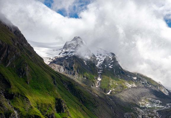 Der Hochfeiler (italienisch: Gran Pilastro) ist mit einer Höhe von 3509 m ü. A. der höchste Berg der Zillertaler Alpen