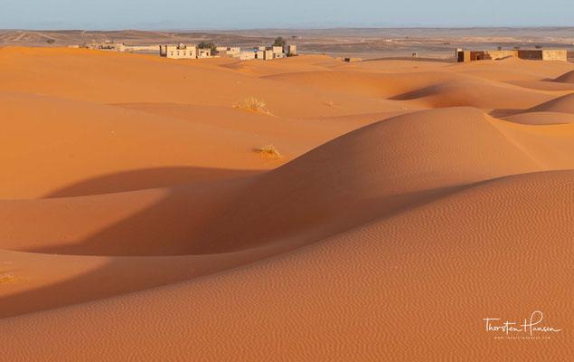 Im Unterschied zu den Sandwüsten werden Steinwüsten als Hammada bezeichnet.
