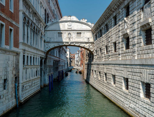 Ostflügel, Seufzerbrücke über den Rio del Palazzo, rechts die Prigioni Nuove