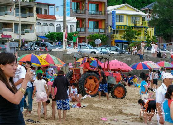 """Nan Wan (chinesisch 南灣, Pinyin Nánwān – """"Südliche Bucht"""") ist eine Bucht und der zugehörige Strand in der Gemeinde Hengchun im Landkreis Pingtung, in der der Republik China auf Taiwan. Sie gehört zum Gebiet des Kenting-Nationalpark."""
