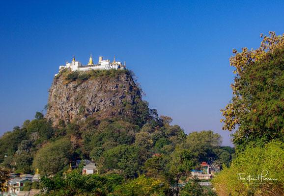 Der Popa Taung Kalat ist ein 737m hoher Vulkankegel mit dem Nat-Tempel, der Tuyin-Taung-Pagode. Die Nats (birmanisch နတ်) sind übernatürliche Wesen, Geister, die im Volksglauben innerhalb des Buddhismus in Myanmar (Birma) hoch verehrt werden