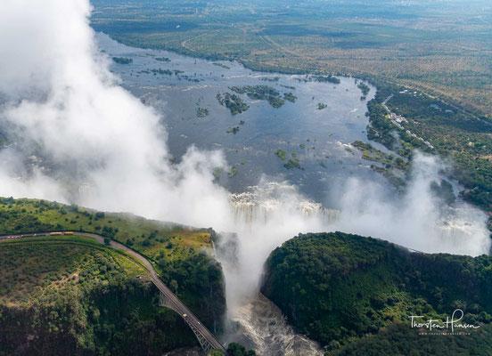 Zum Ende der Trockenzeit, in den Monaten September und Oktober, kann die Wassermenge jedoch auf nur 170 m³/s schrumpfen. Dann bleiben von der sonst tosenden Flut nur einige wenige Rinnsale übrig.
