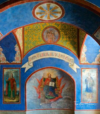 Die Kathedrale wurde als siebenkuppelige fünfschiffige Kreuzkirche mit offener Galerie nach byzantinischem Vorbild – speziell nach dem der Hagia Sophia in Konstantinopel – errichtet.