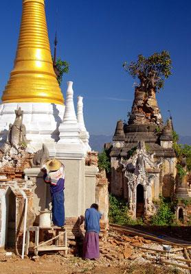 Der Pagodenwald liegt westlich des Inle-Sees und ist über einen Kanal erreichbar. Die ältesten Grab-Stupas dieses Friedhofs stammen aus dem 17. Jahrhundert,