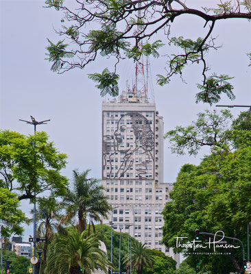 Wolkenkratzer mit Hommage an Evita Peron, auf der Avenida 9 de Julio in Buenos Aires