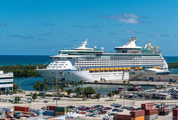 Mit einer Länge von 311,1 m gehört es zu den größeren Kreuzfahrtschiffen.