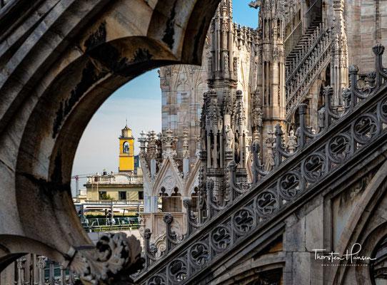 1388 wurden die Fundamente gelegt und mit dem Bau der Außenmauern einer dreischiffigen Kirche von der Apsis her begonnen.