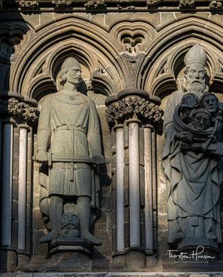 Von den ehemals wohl 40 schmückenden Statuen waren im 19. Jahrhundert nur noch fünf erhalten.