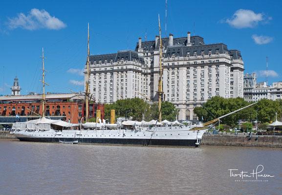 Die Presidente Sarmiento auf ihrem dauerhaften Liegeplatz im Hafen von Buenos Aires