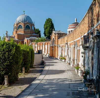 Der ältere Teil des Friedhofs von San Michele ist so eingeteilt, dass die Angehörigen verschiedener Konfessionen in der Regel nur in dem der jeweiligen Konfession zugewiesenen Bereich bestattet worden sind.