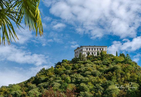 ...über dem Meeresspiegel mit Blick auf die Dörfer Cison di Valmarino und Valmareno in Norditalien.