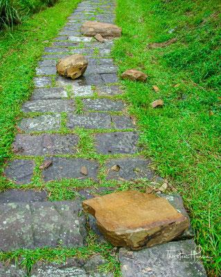 Es ist der einzige verbleibende Abschnitt (vom Tourismusbüro wieder aufgebaut) des alten Pfades der Qing-Dynastie,...