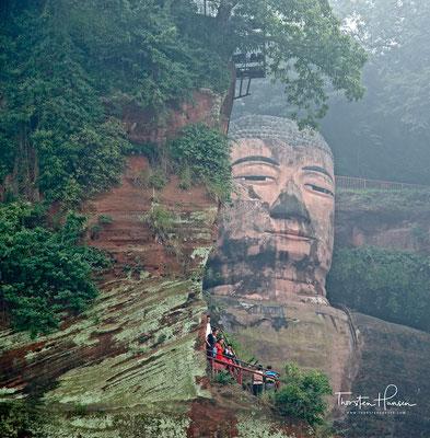 Der Große Buddha von Leshan (chinesisch 樂山大佛 / 乐山大佛, Pinyin Lèshān Dàfó) ist die weltgrößte Skulptur eines Buddha aus Stein