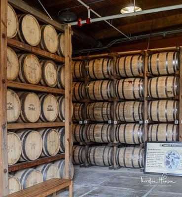 Nach dem Ende der Prohibition 1933 trennten sich zeitweise die Wege von Cascade Hollow Whiskey und des Markennamens Dickel.