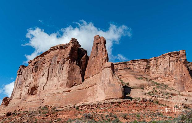 Die Steinbögen, wegen derer das Gebiet unter Schutz gestellt wurde und die die Hauptattraktion des Nationalparks darstellen, sind Öffnungen in Felsrippen,...