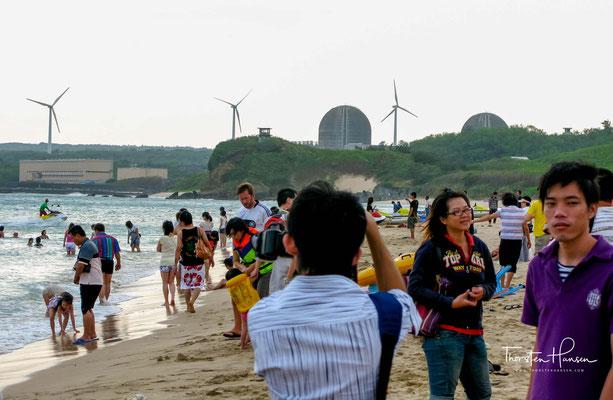 Andere Länder, andere Sitten - das Kernkraftwerk Ma'anshan direkt neben der beliebten Badebucht Nan Wan