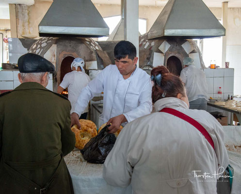 Brotverkäufer am Chorsu-Basar