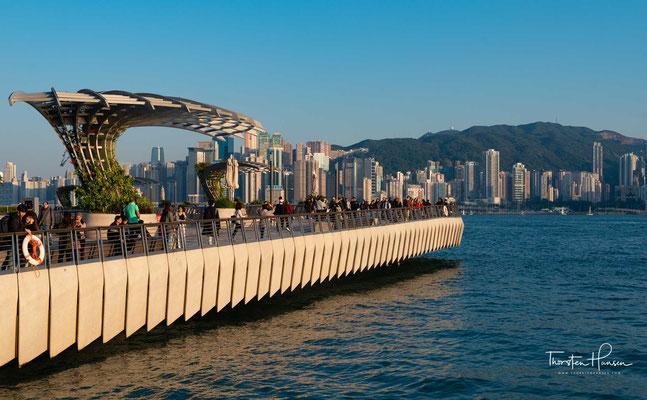 Durch viele international bekannte Filme, die in Hong Kong produziert wurden, sind die Sehenswürdigkeiten der Stadt auch vielen Europäern vertraut, obwohl sie noch nie hier gewesen sind.
