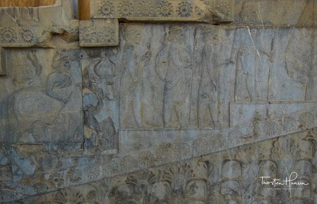 Relief mit Abbildungen einer Gesandtschaft der Meder oder der Leute von Akaufaka