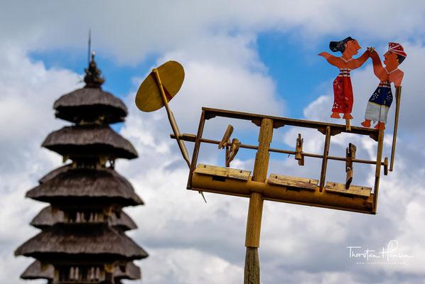 Einmal im Jahr findet bei Vollmond ein von vielen balinesischen Gläubigen besuchtes großes Fest in diesem Tempelkomplex statt,