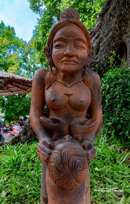 Im Vietnamesischen wird die Göttin als Thiên Y Thánh Mâu verehrt. Zahllose vietnamesische Legenden ranken sich um die Göttin Thiên Y Thánh Mâu und ihren Tempel.