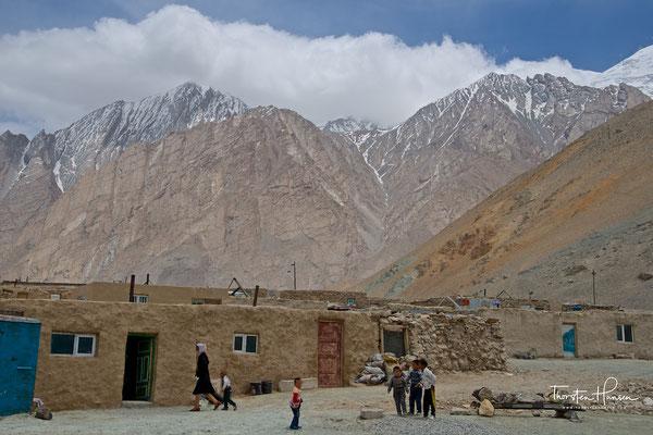 Unterkunft am Stausee am Karakorum Highway