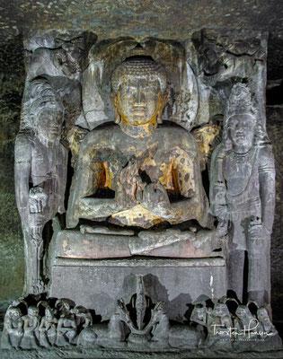 Buddha mit seitlichem Bodhisattva