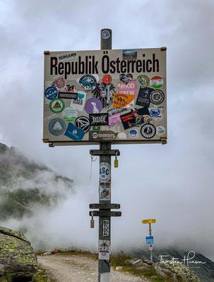 Mineraliensucher haben auf 2900 m Seehöhe, oberhalb der Olpererhütte nahe dem Pfitscherjoch im Zillertal ein einzigartiges Steinbeil aus klarem Bergkristall gefunden