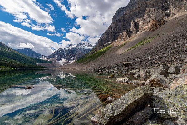 Der Lower Consolation Lake im Banff National Park