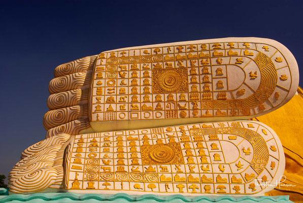 Der Buddha wurde in 994 während der Herrschaft vom Mon König Migadepa erbaut. Um 1757 ging der Buddha verloren, wurde aber in 1880 zu der Zeit in der eine britische Kolonie, die Stadt beherrschte, im Dschungel vollkommen zugewachsen, wieder entdeckt.
