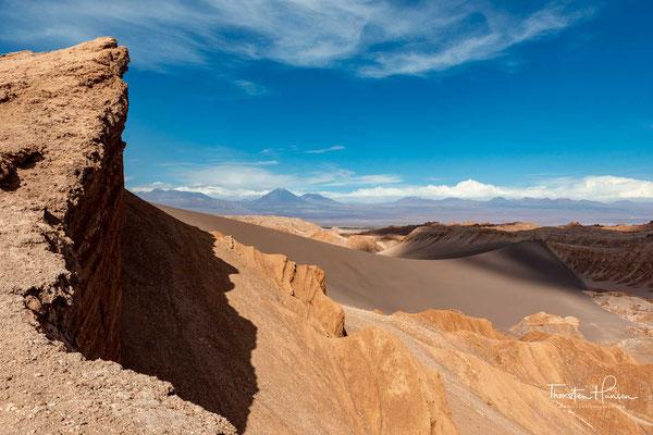 Das kalte Meerwasser bedingt allerdings, dass die Atacama kühl ist und insbesondere in Küstennähe oft Nebel vorherrscht, weshalb die Atacama auch zu den Nebelwüsten gehört.