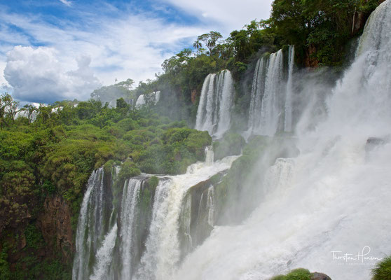 Argentinische Seite der Wasserfälle in Provinz Misiones
