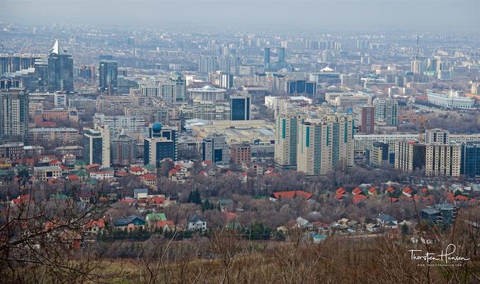Blick vom Kök-Töbe auf Almaty