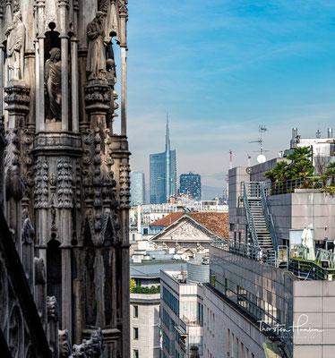 Der Bau des Doms wurde 1386 auf Initiative von Bischof Antonio Saluzzo durch den Stadtherrn Gian Galeazzo Visconti, dem späteren ersten Herzog von Mailand, begonnen.