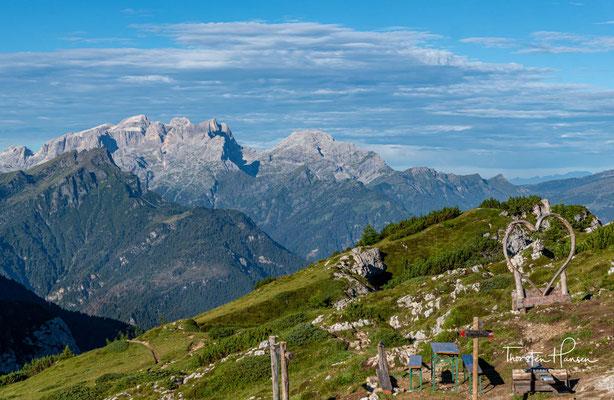 Ein letzter herzerfrischender Blick vom Rifugio Tissi über die umgebene Bergwelt, bevor es 800m bergab geht