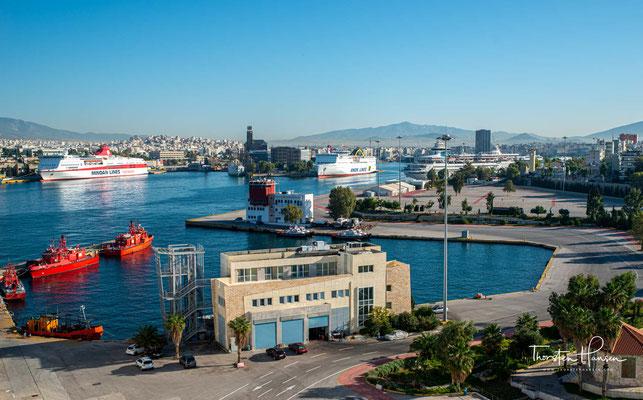 Themistokles entschied sich größere Schiffe zu bauen, sowie aufgrund der Bedrohung durch die Perser eine Kriegsflotte in Auftrag zu geben.