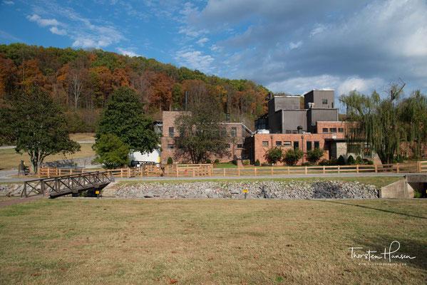 Dickel betrieb dort ab 1863 einen Großhandel mit Whiskey und hatte gleichzeitig einen Spirituosenladen.