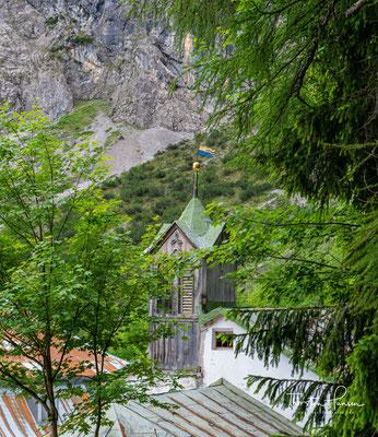 Große Bedeutung erlangte das Halltal durch über 700 Jahre lang betriebenen Salzbergbau und der damit verbundenen Saline in Hall in Tirol.