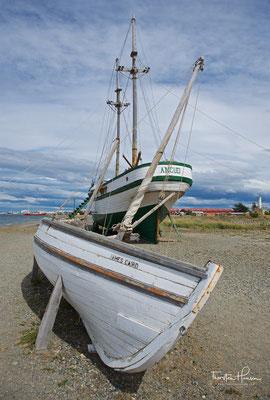Der Nachbau der James Caird und des Schoner Ancud. Es ist das Schiff, das auf Befehl des chilenischen Präsidenten Manuel Bulnes Prieto im Jahr 1843 zur Inbesitznahme der Magellanstraße für Chile und zum Bau von der Bulnes-Festung beitrug