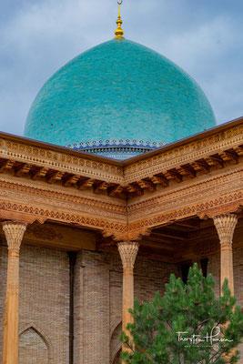 Der Meister, der Colab-Cory in den Jahren 1955 bis 1963 restauriert hat, hieß Usta Schirin Muradov. Der zweite Teil heißt Hanaka-Mausoleum und hat zwei Kuppeln.