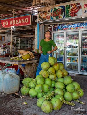 Frische Kokosnüsse in Kep