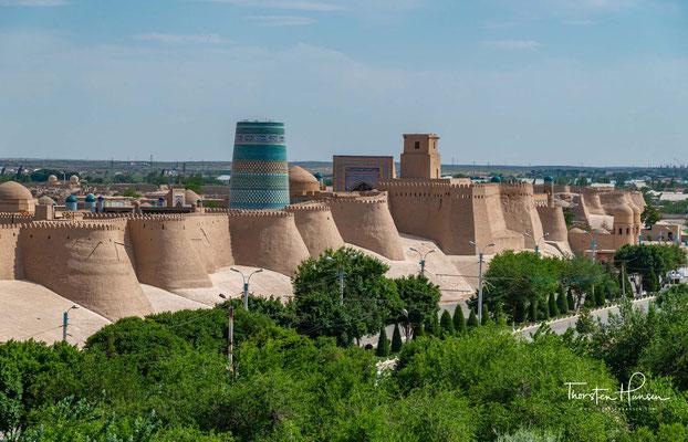 Xiva liegt in der Provinz Xorazm (Choresmien). Die Stadt liegt westlich des Amudarja an der alten Seidenstraße.