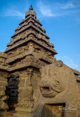 Den Überlieferungen zufolge ist der Küstentempel der einzige erhalten gebliebene aus einem Komplex von sieben Tempeln. Der Komplex soll sich über 10 km entlang der Küste erstreckt haben.